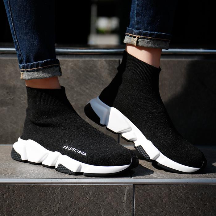 525712 W05G0 <br> Speed Runner黑色白色运动鞋(BK)