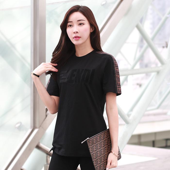 19SS FS7088 A5HQ <BR> FENDI Big Logo女式T恤(BK)
