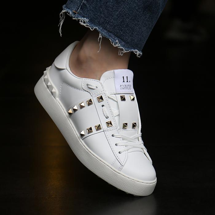20FW UW2S0A01.BHS <BR> Rockstud无标题女士运动鞋(WH)